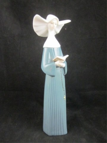 "18: LLADRO PORCELAIN FIGURINE ""PRAYERFUL MOMENT (BLUE)"""