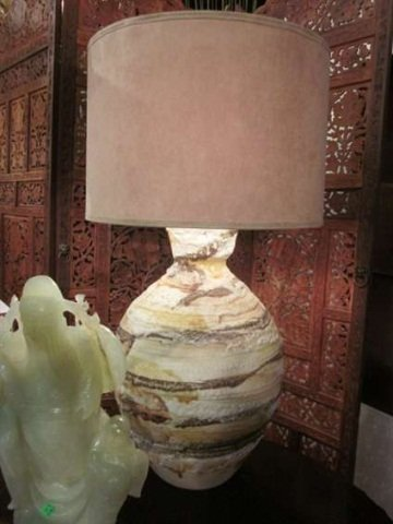 22: CONTEMPORARY CERAMIC TABLE LAMP WITH HORIZONTAL SWI
