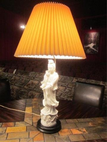 5A: WHITE PORCELAIN KWAN YIN STYLE TABLE LAMP, APPROX 2