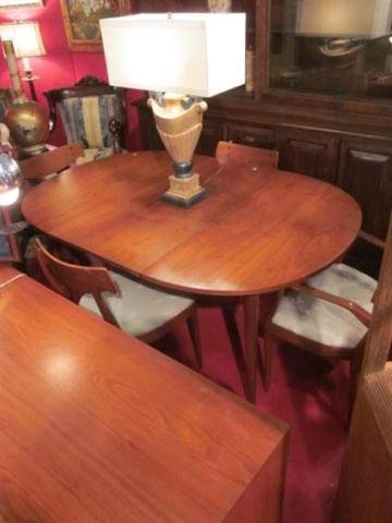 18: VINTAGE 1950's DREXEL TEAK DINING TABLE AND FOUR CH