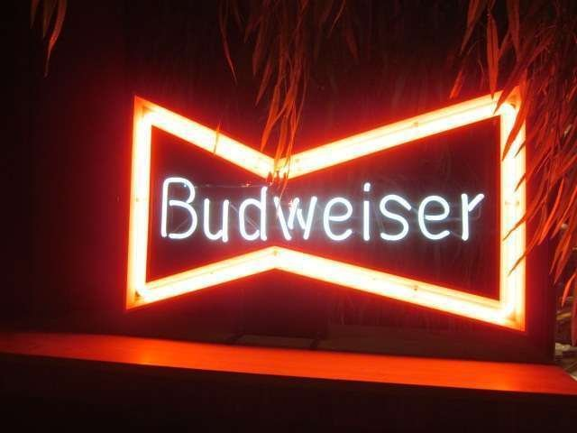 20: VINTAGE NEON SIGN, CLASSIC BUDWEISER BEER BOWTIE
