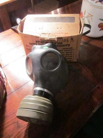 9: ZIVILSCHUTZFILTER GAS MASK WITH ORIGINAL BOX