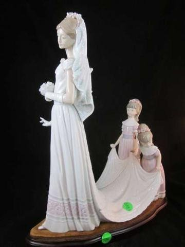 "44: LARGE RETIRED LLADRO PORCELAIN FIGURINE ""HERE COMES"