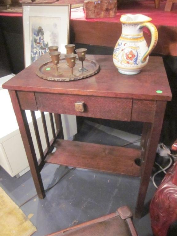 17: ANTIQUE ARTS AND CRAFTS STYLE SIDE TABLE WITH SINGL