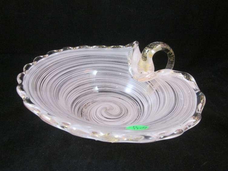15: MURANO PINK SWIRLED ART GLASS BOWL WITH HANDLE, SMA