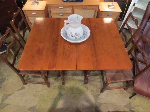 18: VINTAGE GATELEG DROPLEAF TABLE WITH 4 LADDERBACK CH