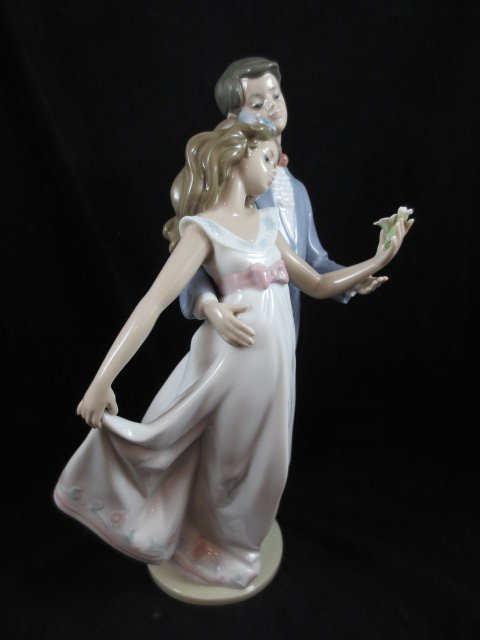 """56: RETIRED LLADRO PORCELAIN FIGURINE """"NOW AND FOREVER"""""""
