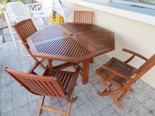 1: TEAK PATIO SET, ROUND TABLE AND 4 FOLDING CHAIRS, AP