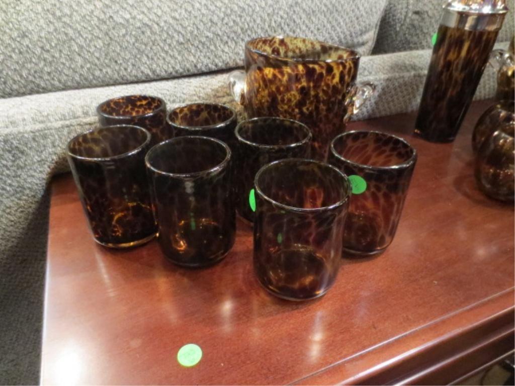 13: TORTOISESHELL AMBER GLASS ICE BUCKET & 7 TUMBLERS
