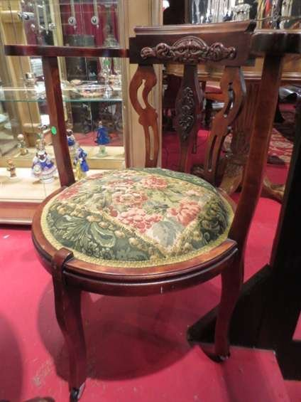 22: ANTIQUE MAHOGANY CHAIR, CARVED CURVED BACK WITH FAC