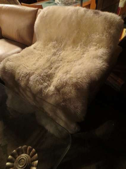 11: LAMBSKIN RUG OR THROW, LIKE NEW CONDITION, APPROX 5