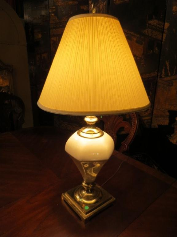11: CONTEMPORARY PORCELAIN AND BRASS TABLE LAMP
