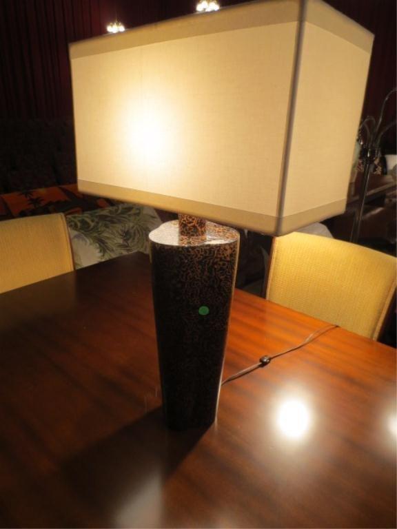 5: CONTEMPORARY TABLE LAMP, RECTANGULAR SHADE AND FINIA