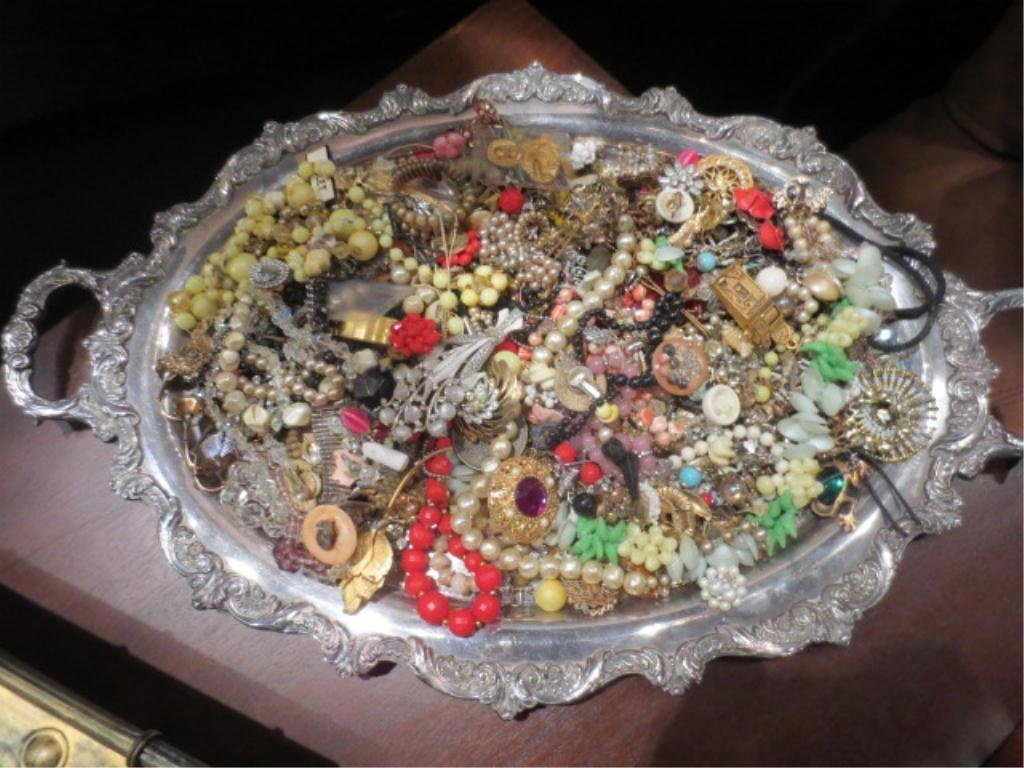 23: GROUP 1 OF 2 - OVAL TRAY FULL OF COSTUME JEWELRY (T