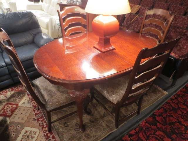 20: VINTAGE DARK WOOD DINING TABLE WITH 2 LEAVES AND 4