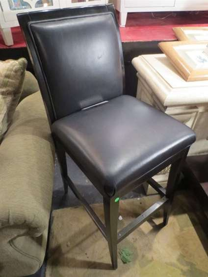 14: NEW NEVER USED DCOTA DESIGNER LEATHER BARSTOOL, SQU