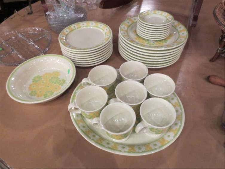 7: VINTAGE FRANSISCAN EARTHENWARE CHINA, 32 PIECES