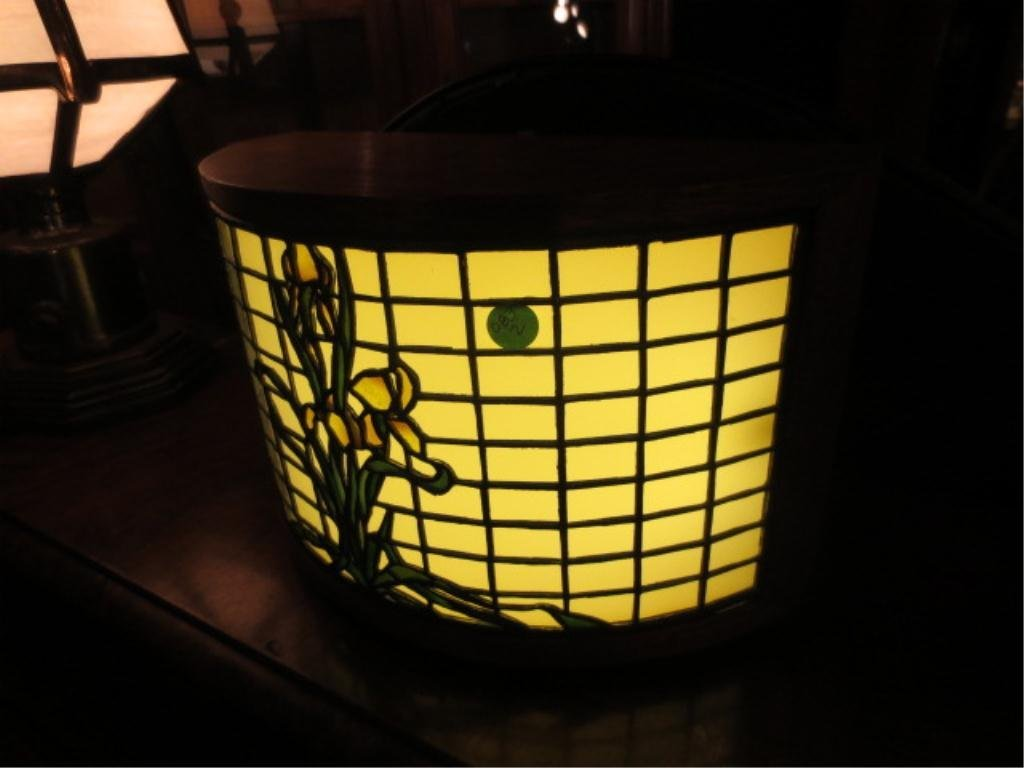 23: VINTAGE STAINED GLASS STYLE BOX LAMP, FLORAL DESIGN