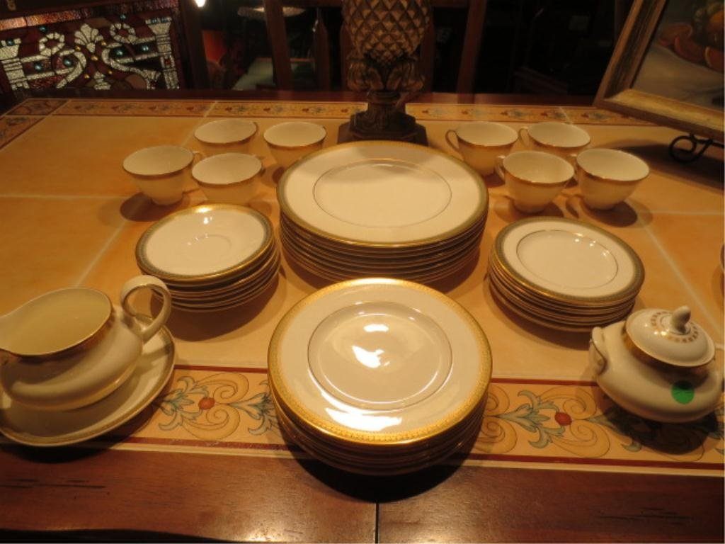 "50: ROYAL DOULTON ENGLISH FINE BONE CHINA ""CLARENDON"" H"
