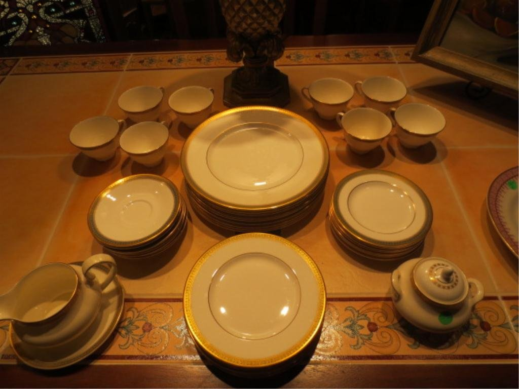 "50: ROYAL DOULTON ENGLISH FINE BONE CHINA ""CLARENDON"" H - 2"