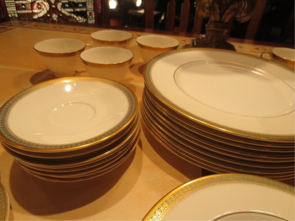 "50: ROYAL DOULTON ENGLISH FINE BONE CHINA ""CLARENDON"" H - 3"