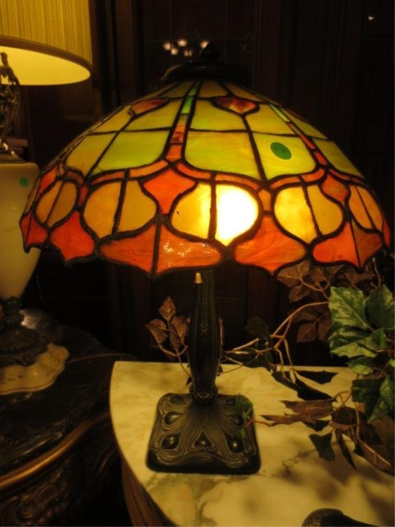 222: STAINED GLASS STYLE LAMP, DOME SHADE, GOLD, GREEN,