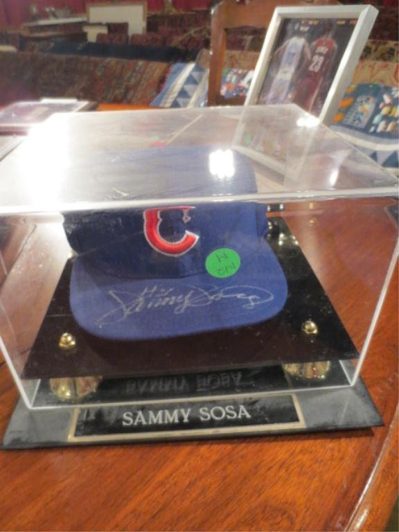 10: SAMMY SOSA SIGNED BASEBALL CAP WITH CERTIFICATE OF