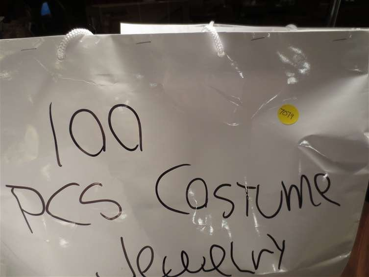 18: #4 OF FIVE AVAILABLE LOTS - 100 PIECES COSTUME JEWE
