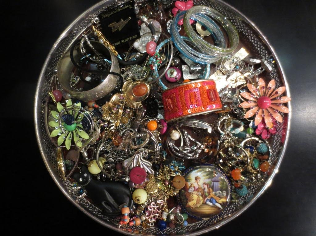 COSTUME JEWELRY, SOLD AS A GROUP, TRAY NOT INCLUDED