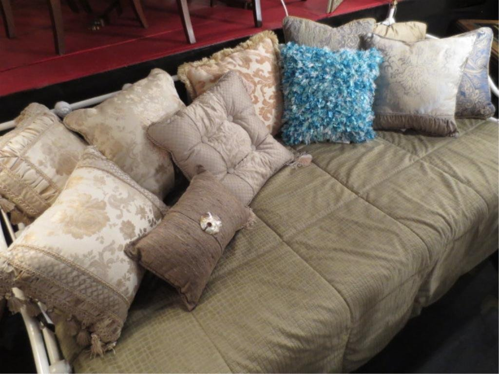 11 PC COLLECTION DECORATOR ACCENT PILLOWS, ALL IN EXCEL