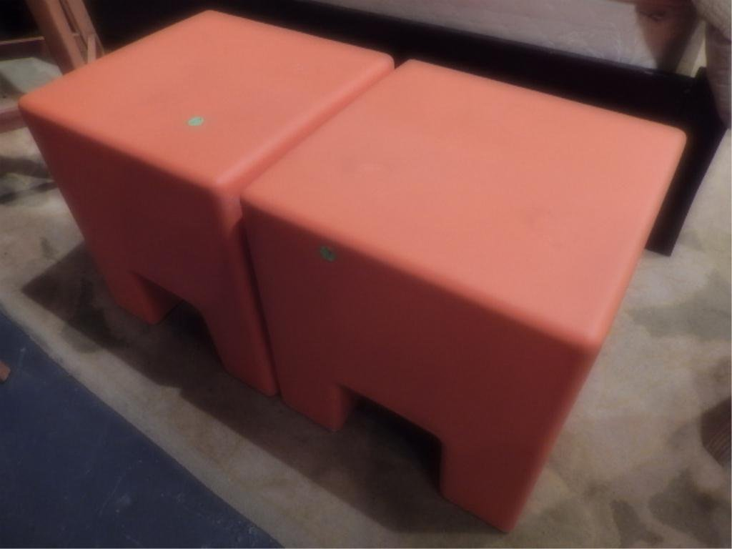 INDOOR/OUTDOOR 2 PC TABLE SET, ORANGE PLASTIC WITH SAND