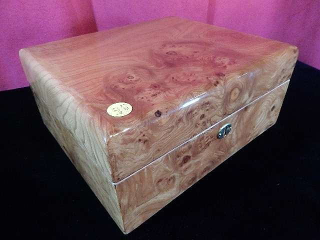 PARK LANE HUMIDOR, BURLED WOOD CASE, WITH KEY, APPROX