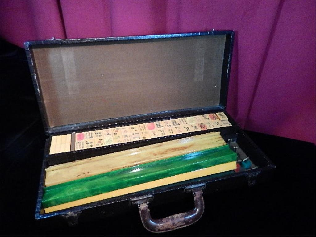 VINTAGE MAH JONGG SET IN CARRYING CASE