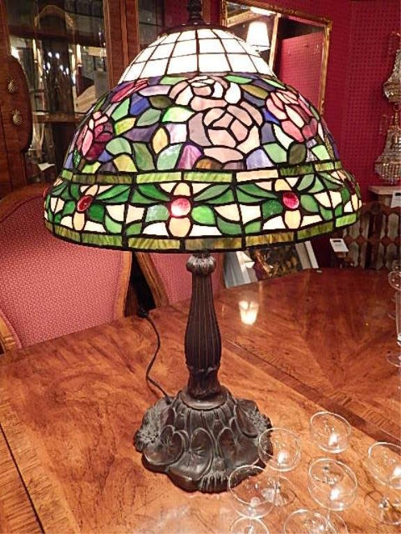 STAINED GLASS STYLE LAMP, WATER LILY FLORAL DOME TOP,