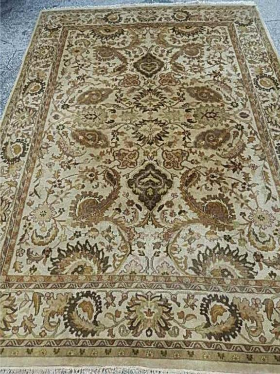 LARGE AGRA RUG, 100% WOOL CREAM AND BEIGE, APPROX 8' X