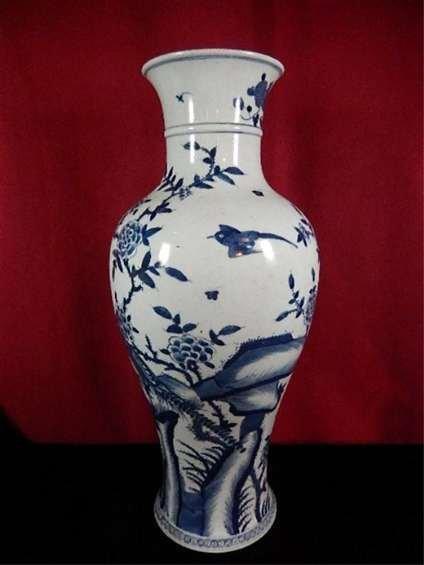 ANTIQUE CHINESE BLUE & WHITE VASE, BIRD & FLOWER