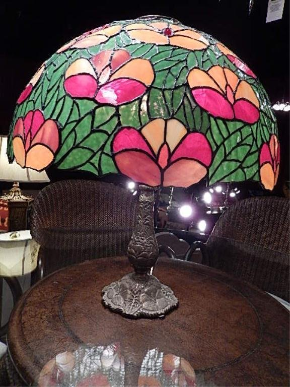 STAINED GLASS TABLE LAMP, DOME SHADE WITH GREEN LEAVES,