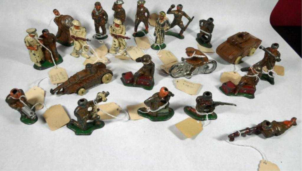 21 PC BARCLAY TOY SOLDIERS, MANY PRE WWII, SKU961
