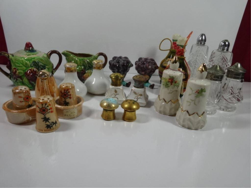 GROUP LOT VINTAGE CERAMIC SALT AND PEPPER SHAKERS AND