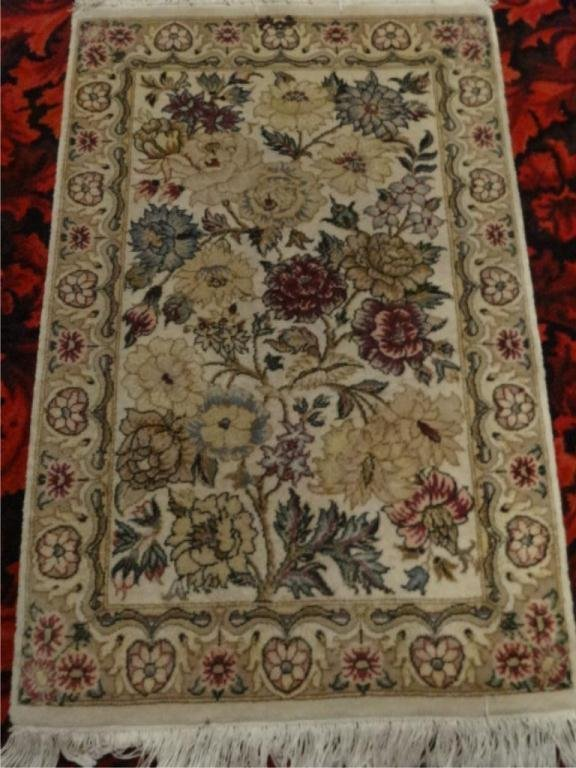 AREA RUG, CREAM BACKGROUND, FLORALS, APPROX 2' X 3',