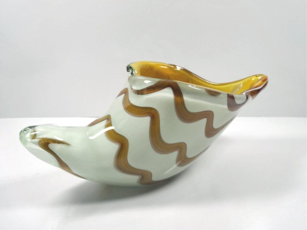 MURANO STYLE ART GLASS SHELL SCULPTURE, CREAM, AMBER,
