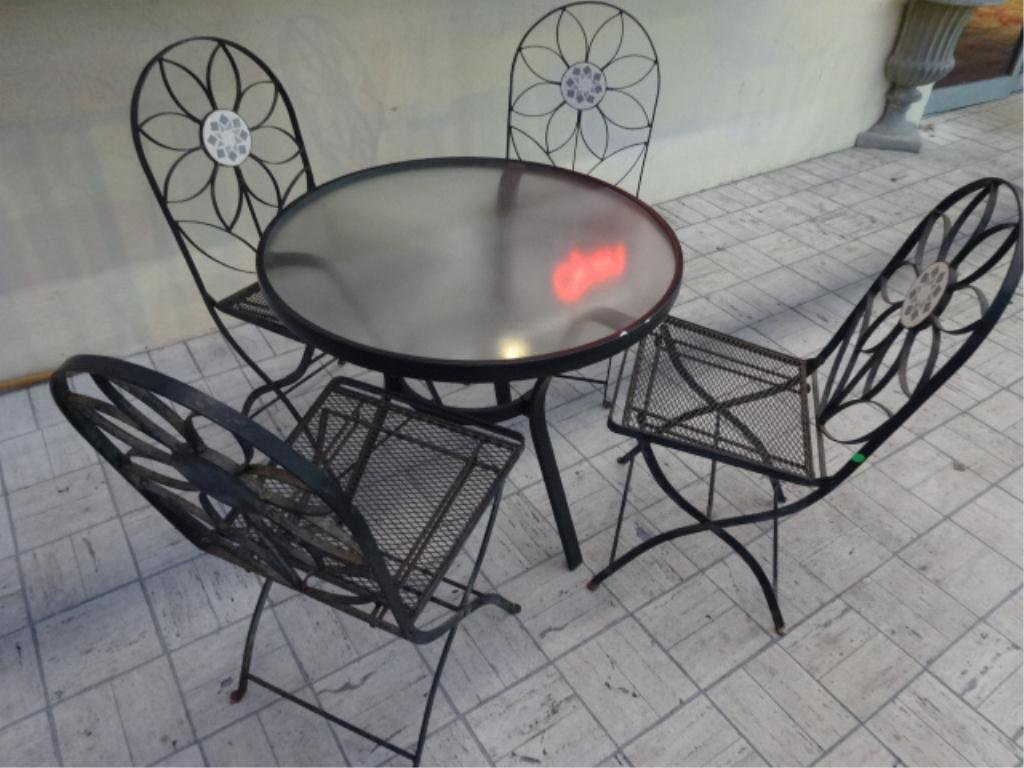 5 PC PATIO SET, CHAIRS IN FLOWER FORM WITH INSET TILE