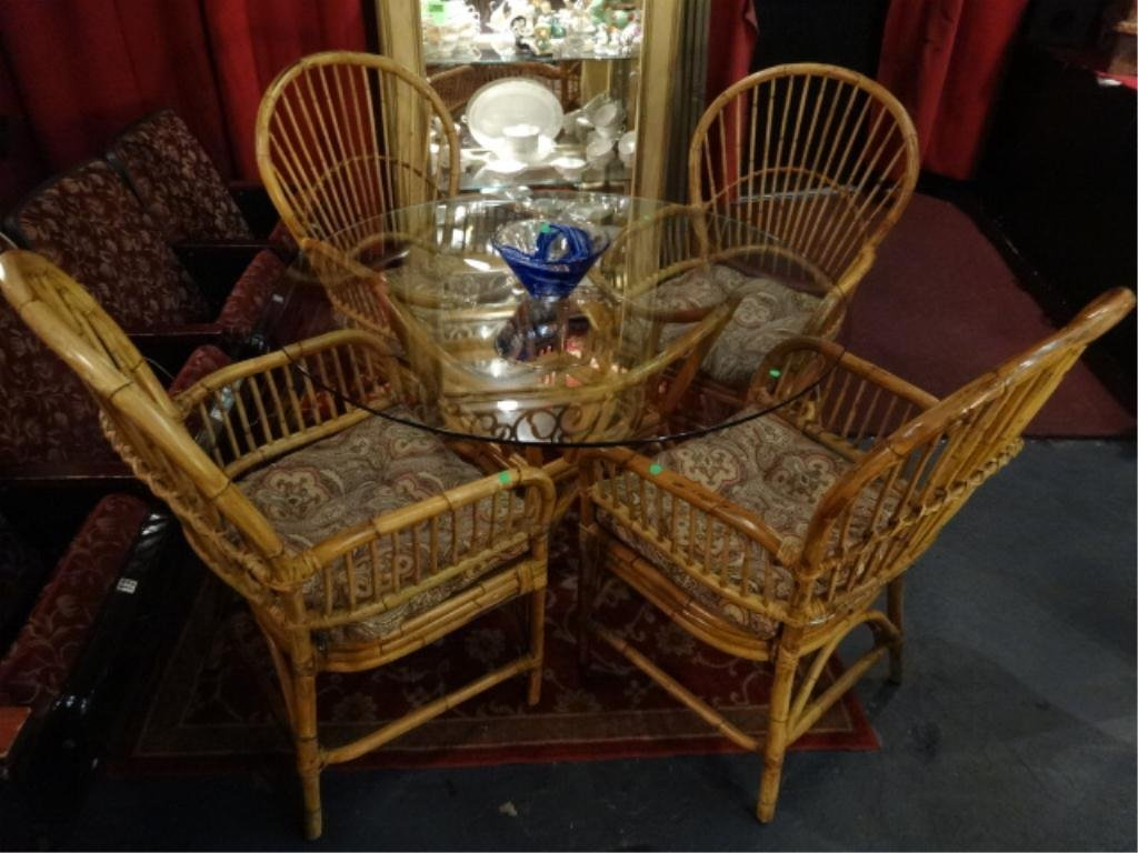 HEAVY RATTAN DINING TABLE WITH ROUND GLASS TOP AND 4