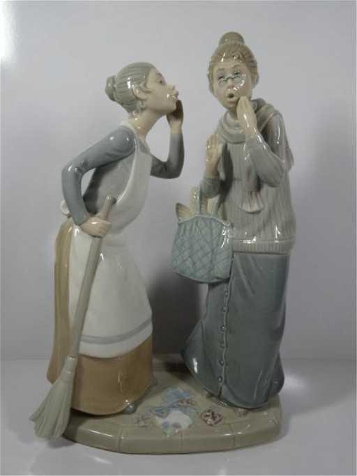 Retired Lladro Porcelain Figurine The Gossips 4984