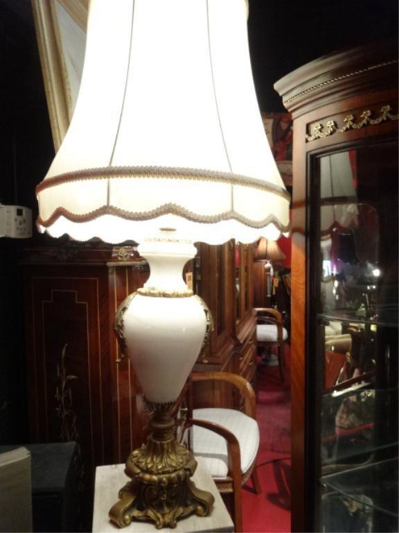 ALABASTER AND BRONZE LAMP, URN STYLE, ALABASTER BASE