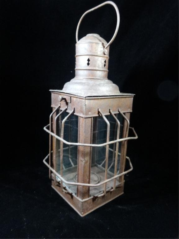 """ANTIQUE CARRIAGE LAMP, APPROX 13""""H, SKU329.29"""