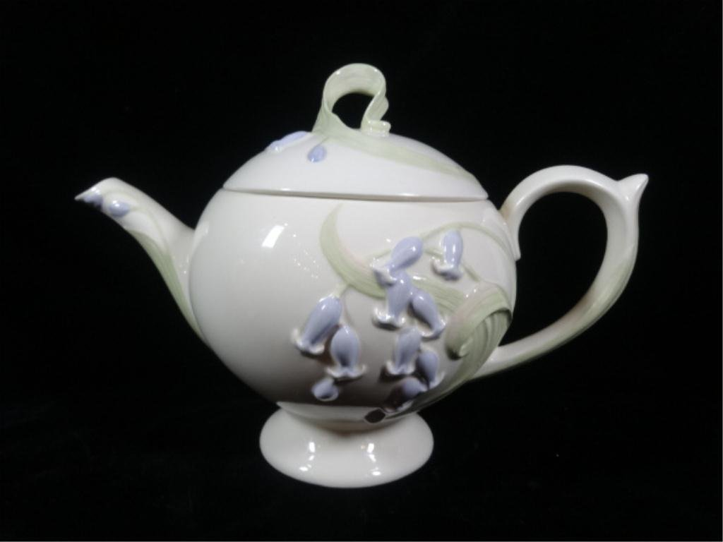 LENOX TEAPOT, BLUE BELLS FROM THE FLORAL BLOSSOMS