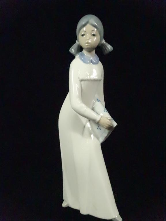 CASADES PORCELAIN FIGURINE, GIRL, MADE IN SPAIN, APPROX