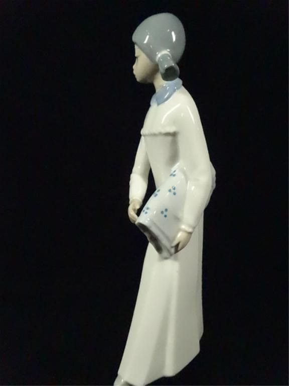 CASADES PORCELAIN FIGURINE, GIRL, MADE IN SPAIN, APPROX - 2