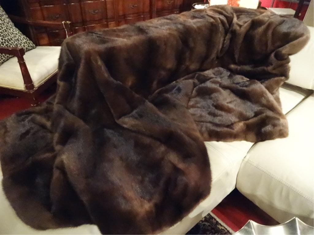 GENUINE MINK FUR THROW, EXCELLENT LIKE NEW CONDITION,